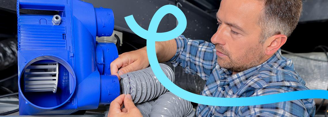 artisan installant une vmc double flux