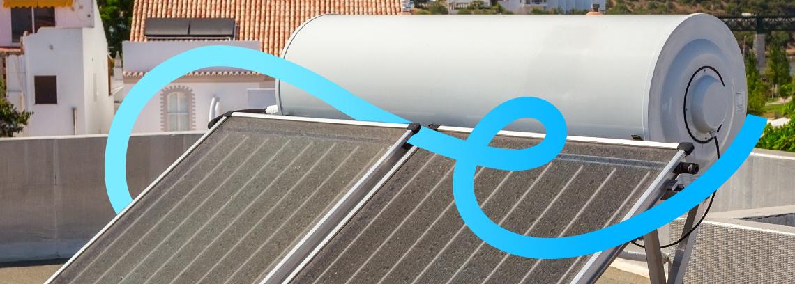 Chauffe eau solaire avec panneaux thermiques sur toiture