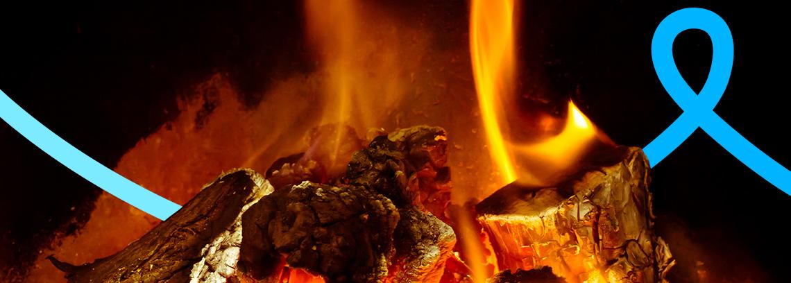 Morceaux de bois qui brulent